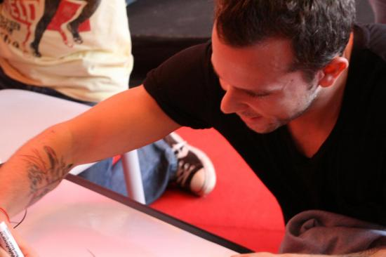 M83 (Anthony) 2 dessine ... (Photo PR F10)